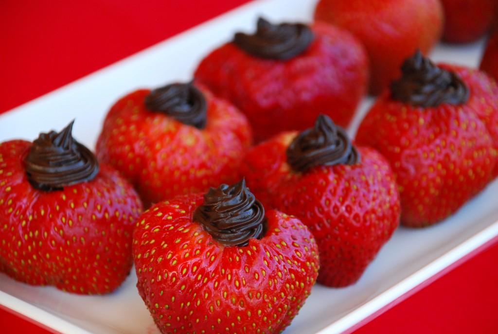 dark chocolate cheesecake stuffed strawberries 1_small