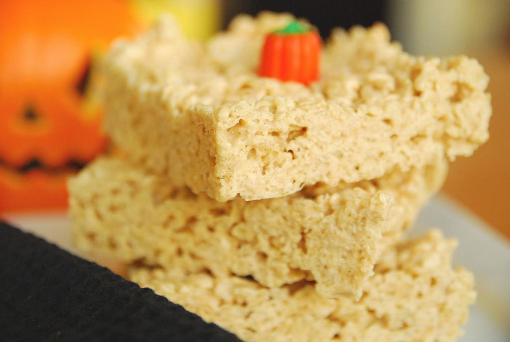 pumpkin spice rice krispie treats 1_small