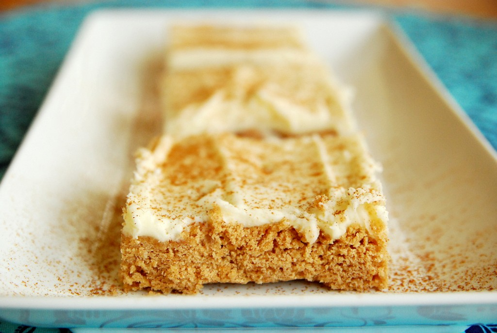 Cinnamon roll sugar cookie bars 1_small