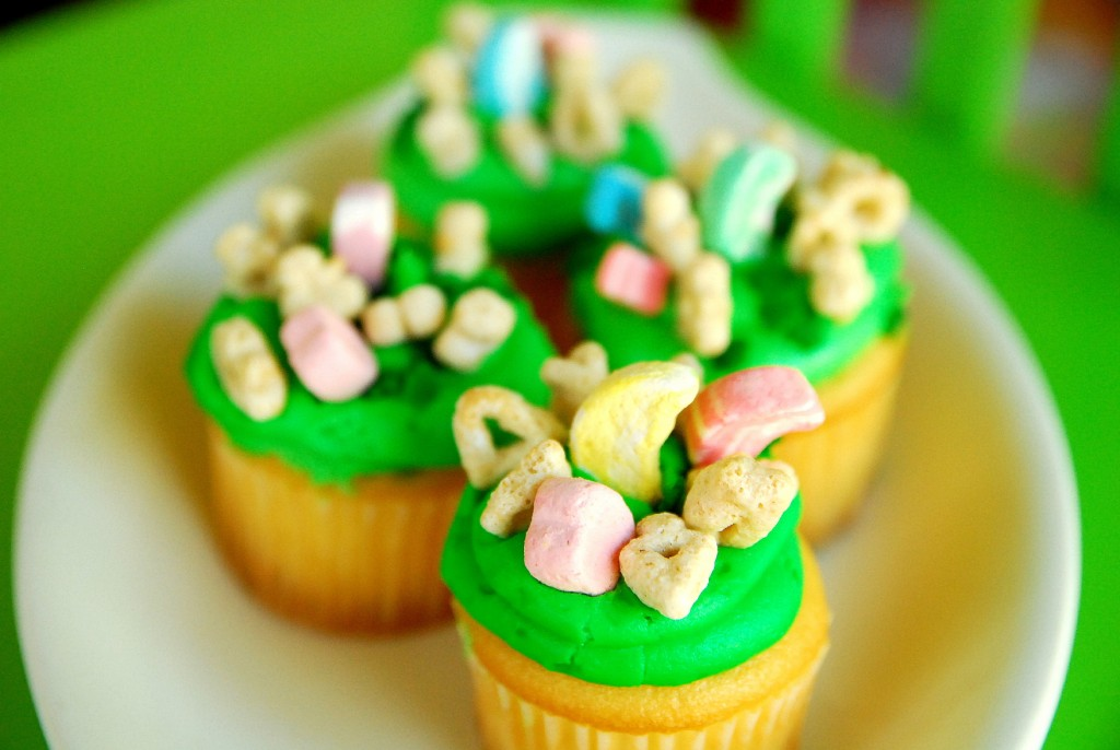 Lucky Charm Cupcakes 1_small