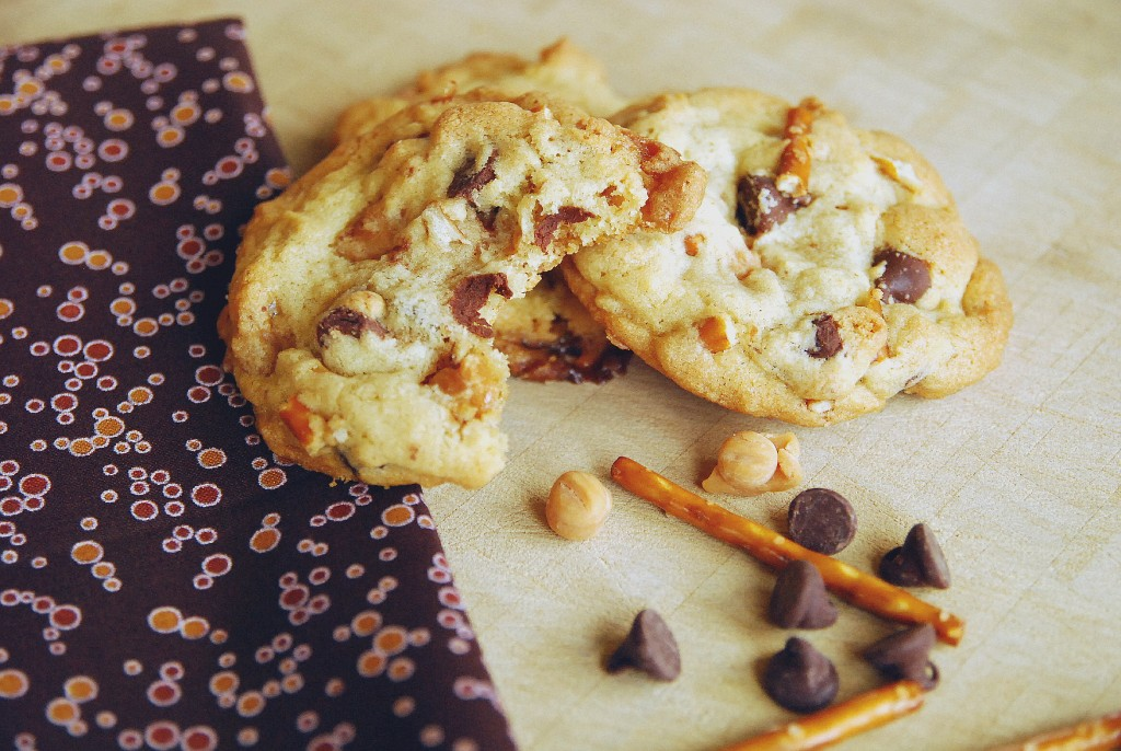 chocolate chip caramel pretzel cookies 1_small