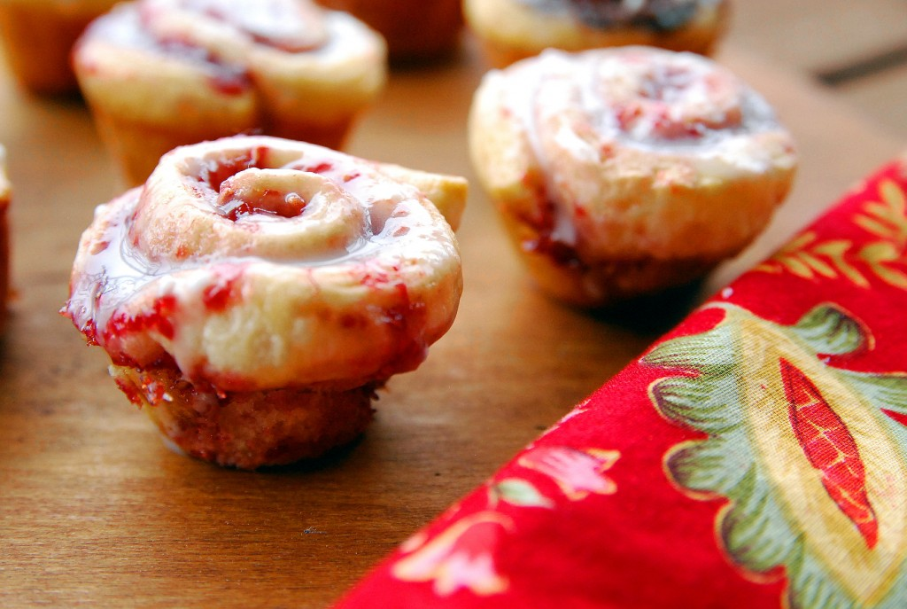 Mini raspberry rolls 1_small