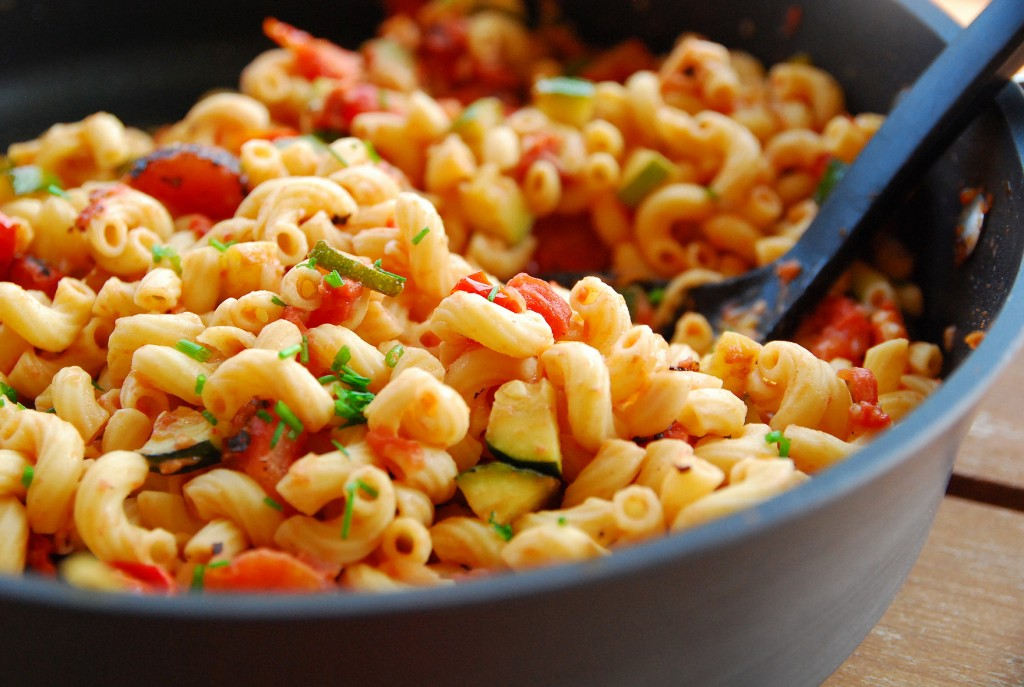 skillet cheesy pasta with summer veggies 1_small