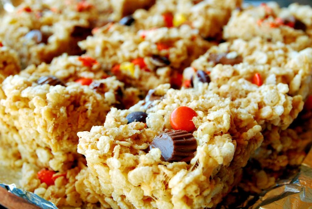 halloween peanut butter krispie treats 1_small