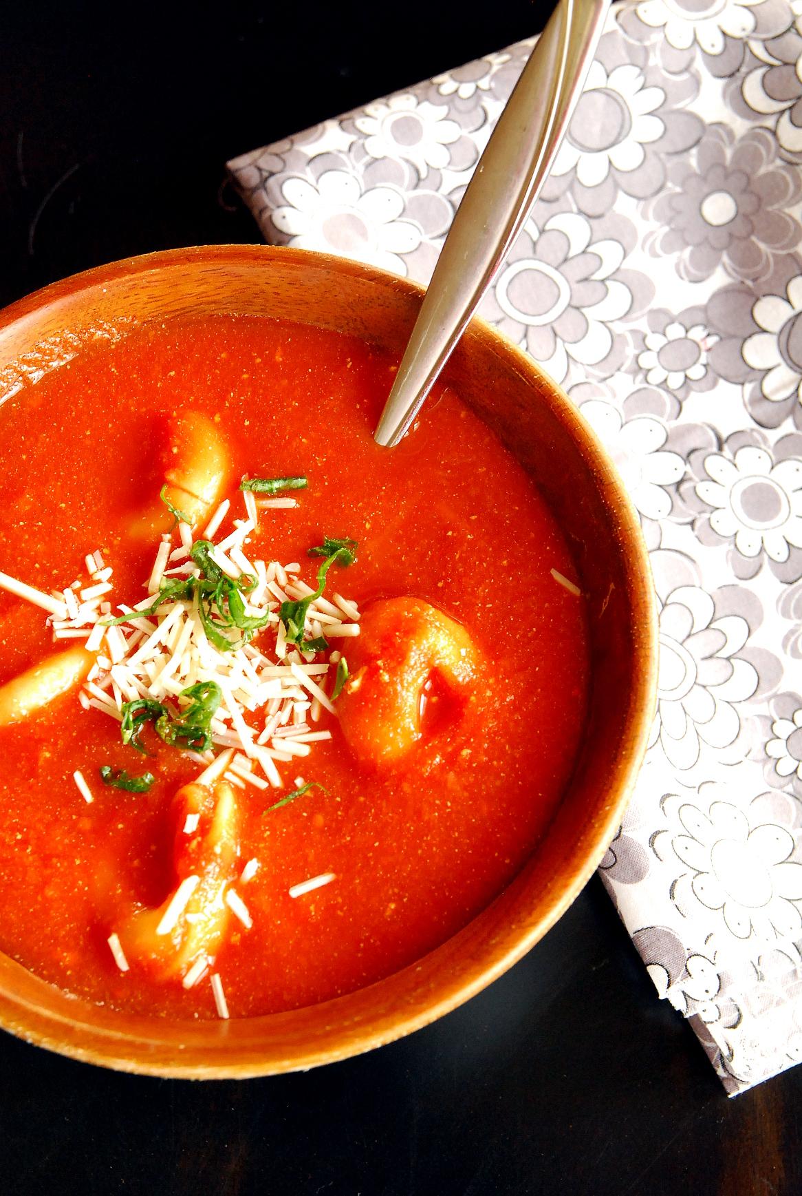 Crock Pot Tomato Tortellini Soup