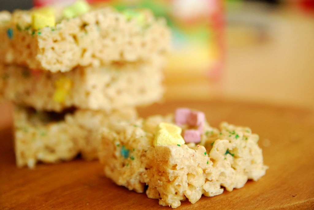 Lucky Charms Krispie Treats 1_small
