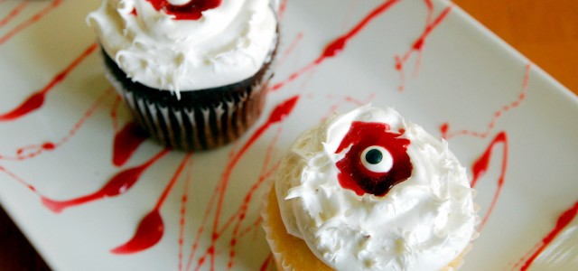 bloody-eye-cupcakes-1_small
